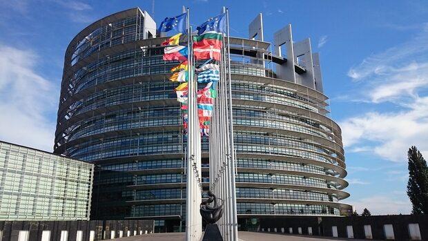 Безплатният роуминг в ЕС остава поне още 10 години?